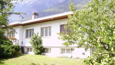 Grande maison à rénover sur belle parcelle d'env. 900m2